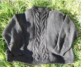 Pullover mit Zopfmuster, gestrickt aus 4 ply Supreme-Possum-Merino, zum Vergrössern anklicken